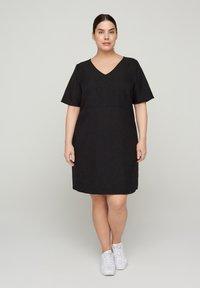 Zizzi - MIT V-AUSSCHNITT - Korte jurk - black - 1
