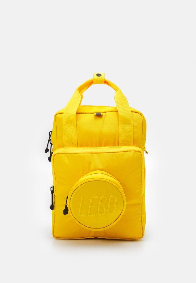 BRICK 1X1 KIDS BACKPACK UNISEX - Batoh - bright yellow