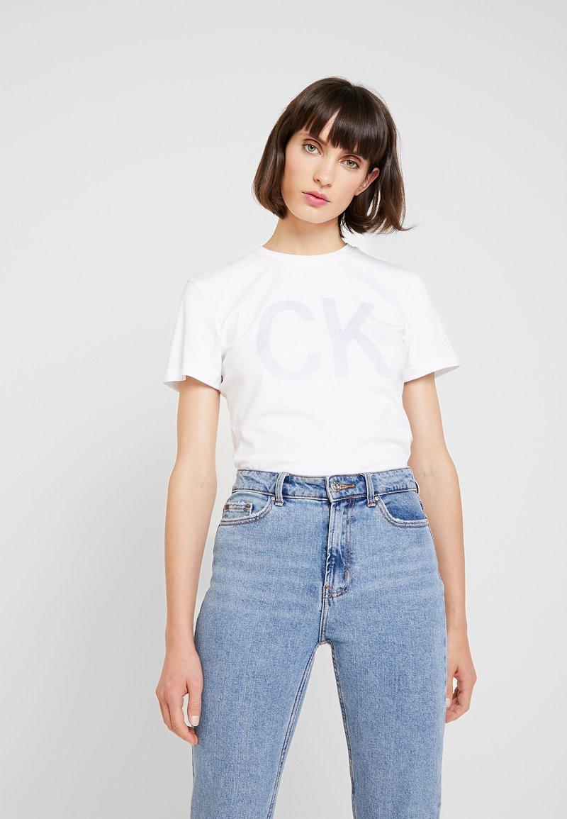 Calvin Klein Jeans - REVERSED LOGO MODERN SLIM TEE - Print T-shirt - bright white