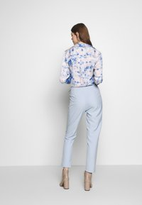 4th & Reckless - CARRY TROUSER - Pantaloni - light blue - 2
