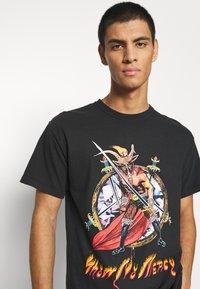 Diamond Supply Co. - NO MERCY TEE - Print T-shirt - black - 5