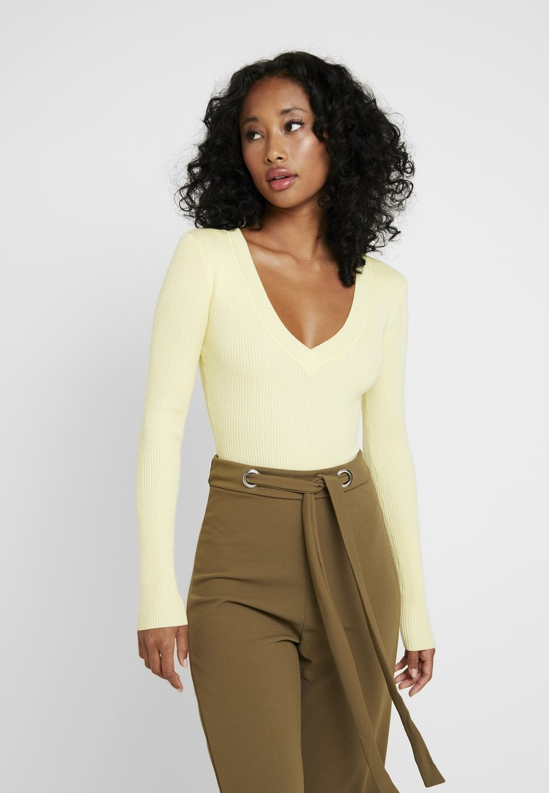 Missguided - PLUNGE V NECK BODY - Stickad tröja - lemon