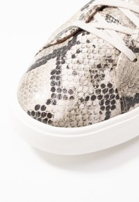 Clarks Unstructured - UN MAUI LACE - Sneakers - natural - 2