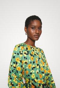 Closet - GATHERED NECK A LINE DRESS - Maxi dress - green - 3