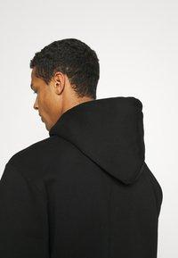 Carhartt WIP - HOODED - Sweatshirt - black/white - 4