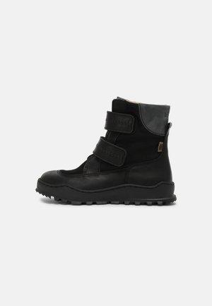 DEVI - Snowboot/Winterstiefel - black