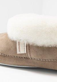 Shepherd - EMMY - Slippers - stone/white - 2