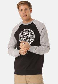 DC Shoes - DC SHOES SWEATSHIRT CIRCLE STAR - Sweatshirt - black - 0