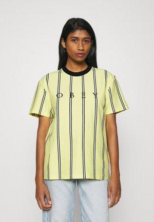 SHANKS  - Print T-shirt - lemon