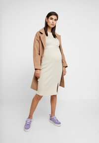 New Look Maternity - TIE WAIST DRESS - Gebreide jurk - cream - 1