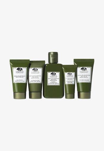 MEGA MUSHROOM SET - Skincare set - -