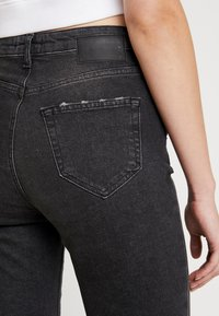 Pieces - PCLEAH MOM - Jeans Relaxed Fit - black - 3