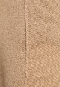 FTC Cashmere - TROUSERS - Tracksuit bottoms - camel