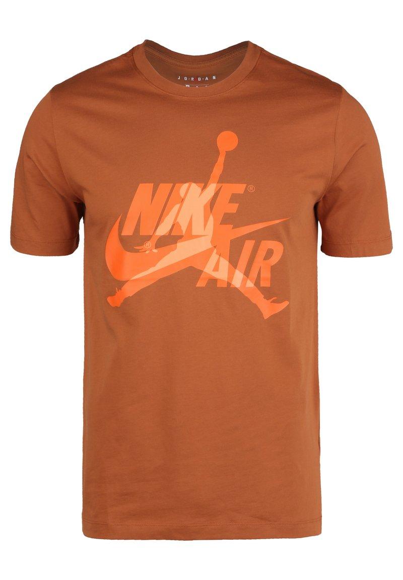 Jordan - CLASSICS  CREW - T-shirt med print - dark russet / orange trance