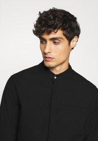 Tigha - PHARRRELL - Overhemd - black - 3