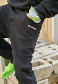 Pegador - BAYAMO DISTRESSED ANKLE - Straight leg jeans - black - 2