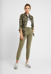 New Look - BASIC BASIC  - Tracksuit bottoms - dark khaki - 1