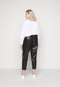 Pieces Curve - PCROOT CROPPED PANTS CURVE - Trousers - black - 2