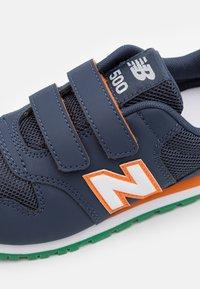 New Balance - YV500WNO - Trainers - navy - 5