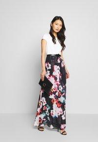 Apart - PRINTED DRESS - Maksimekko - black/multicolor - 1