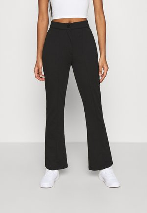 KICKFLARE BITTON UP TROUSER - Stoffhose - black