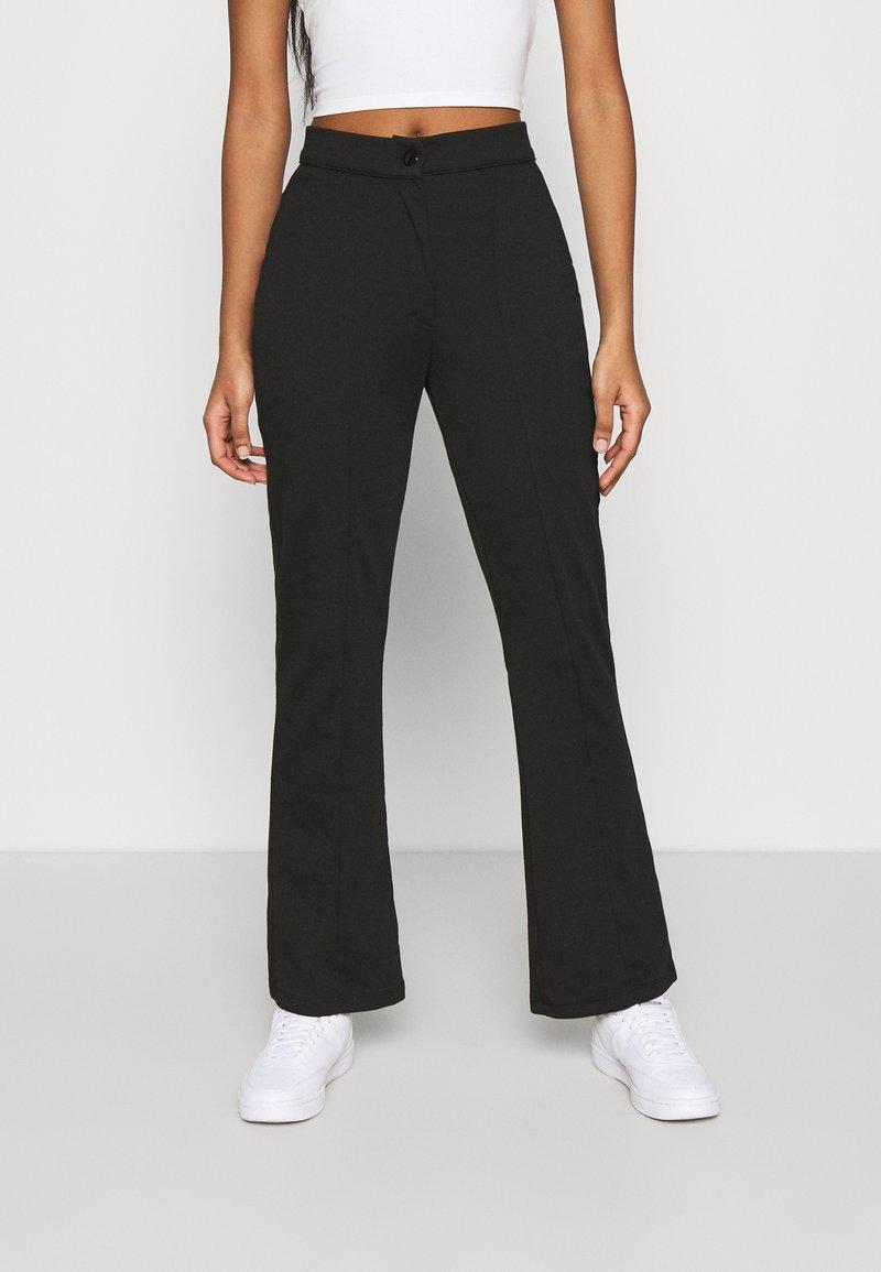 Even&Odd - KICKFLARE BITTON UP TROUSER - Trousers - black