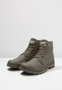 Palladium - MONO CHROME - Veterboots - olive night - 2