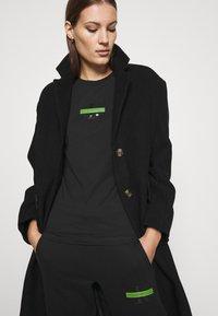 Calvin Klein Jeans - CENSORED SLIM TEE - Printtipaita - black - 3