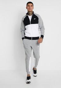 Nike Sportswear - SUIT SET - Chándal - dark grey heather/black/white - 1