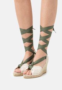 Macarena - CARLA  - Sandály na platformě - nude/crudo - 0