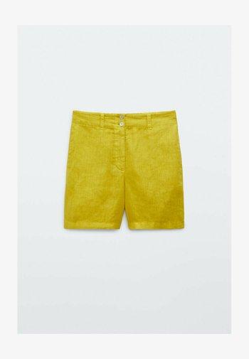 MIT  - Shorts - yellow