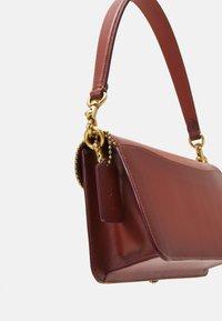 Coach - SIGNATURE WITH BEADCHAIN TABBY SHOULDER BAG  - Handbag - tan/rust - 6