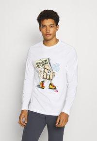The North Face - GRAPHIC  - Camiseta de manga larga - white - 0