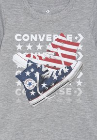 Converse - AMERICANA SHOES TEE - T-shirt con stampa - dark grey heather - 3