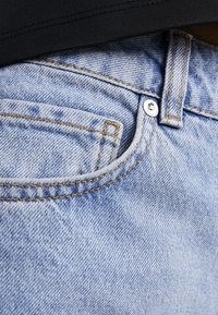 Selected Femme Petite - SLFKATE STRAIGHT MID - Relaxed fit jeans - medium blue denim - 6