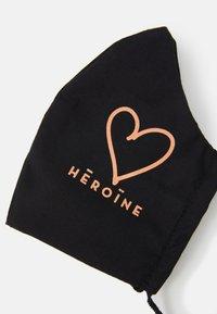 Maison Hēroïne - HEART 3 PACK - Stoffen mondkapje - black - 7