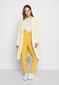 ONLY - ONLUNNA DRAPY COAT - Trenchcoat - peyote - 1
