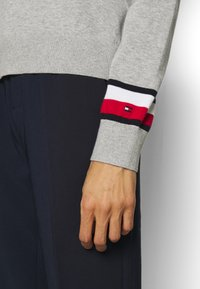 Tommy Hilfiger - ESSENTIAL - Svetr - light grey heather - 5