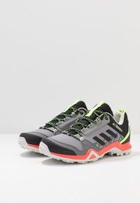 adidas Performance - TERREX AX3 - Obuwie hikingowe - grey three/core black/signal green - 2