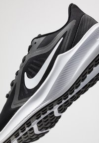 Nike Performance - Zapatillas de running neutras - black/white/anthracite - 5