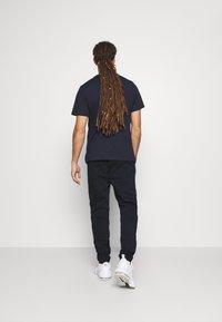 Tommy Hilfiger - GRAPHIC PANT CUFFED - Pantalon de survêtement - blue - 2