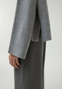 PULL&BEAR - Stickad tröja - dark grey - 5