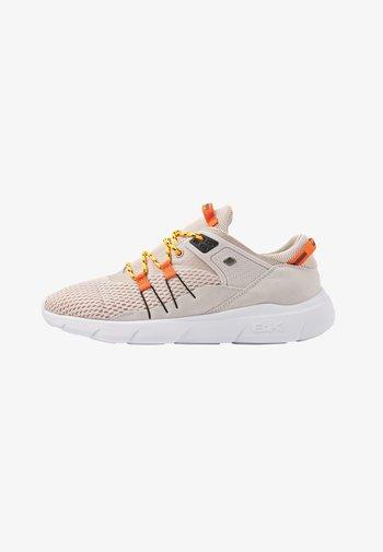 BORON - Baskets basses - beige/orange