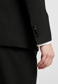 OppoSuits - JET SET TUXEDO - Suit - black - 8