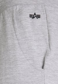 Alpha Industries - LIGHT - Teplákové kalhoty - grey heather - 6