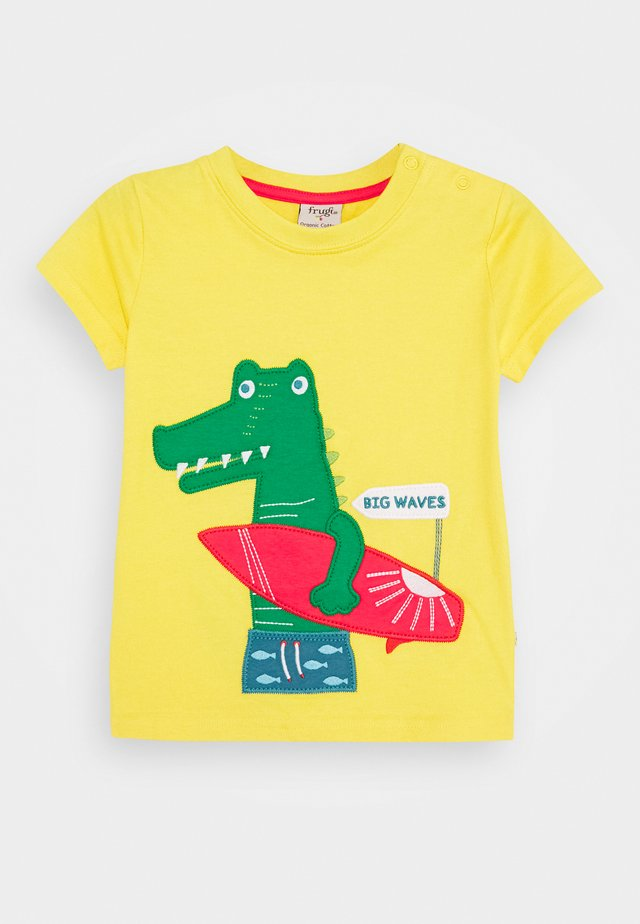 JAMES CROCODILE  - T-shirt imprimé - sunflower