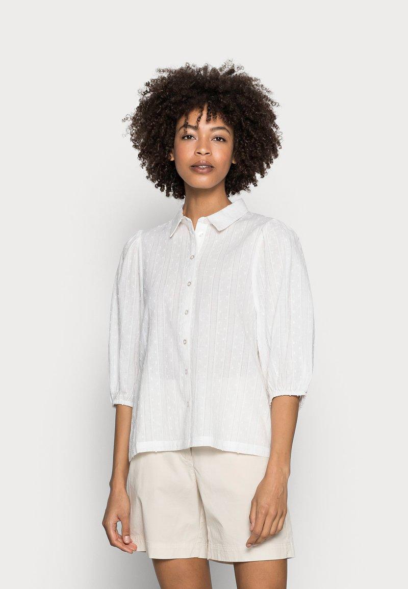 Kaffe - SUKI SHIRT - Button-down blouse - optical white