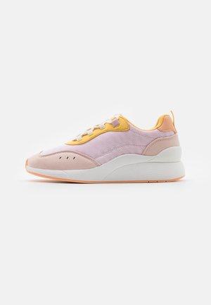 VMNINO  - Sneakersy niskie - sepia/rose