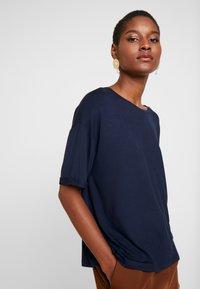Dranella - TEE - T-shirts med print - dark saphire - 0