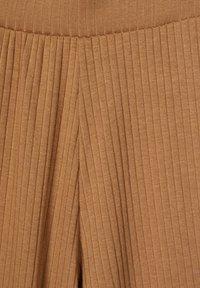 LMTD - MIT WEITEM BEIN - Trousers - thrush - 2